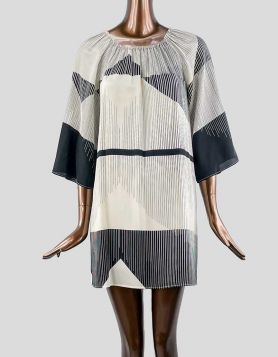 Alice & Olivia SCOOP mini dress with black and cream abstract design. Relaxed fit. Size 4 US