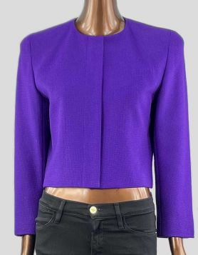 Anne Klein II cropped purple wool and cashmere blazer with 5-button front closure with placket. Crewneck with shoulder pads.Size: 8 US