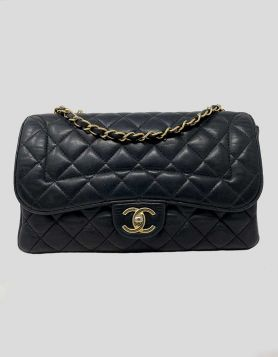 Authentic Chanel Medium Single Flap bag in black diamond-quilted leather with gold-tone hardware, single convertible chain-link and leather shoulder strap