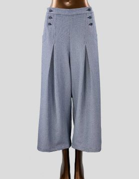 dRA Los Angeles cropped wide-legged pants with dual button-front closure in blue and white twill pattern. Frontpleats. Size: Small
