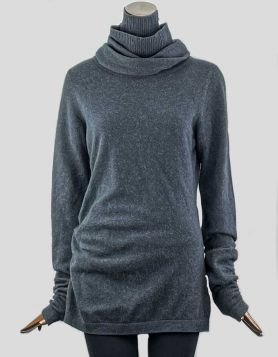 Diane von Furstenberg long Cashmere Turtleneck in charcoal with ruching on sleeves andright side of sweater. Size: Large