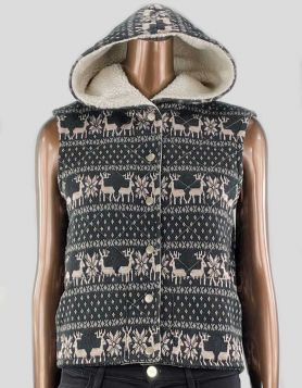 Free People Reindeer Quilted Hooded Vest with a fleece, Sherpa-lined hood and reindeer fair isle print. Snap front closure. Size: Small