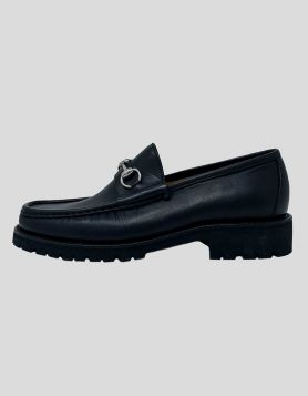 Gucci 955 Horsebit Accent Leather Dress Loafers in black with silver-tone hardware. Round-Toes  Size 8.5 US