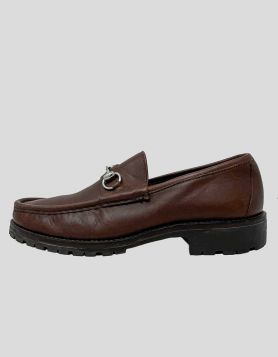 Gucci men's 955 Horsebit Accent Leather Dress Loafers in brown with silver-tone hardware. Round-Toes. Size: 9 US