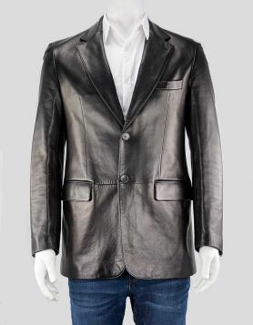 Gucci men's black leather blazer with notched lapels & single vent. Five pockets & satin lining. Two-button closure at front. Size 40 US