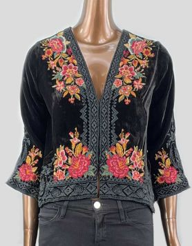 Johnny Was black Velvet Bolero with floral embroidery features a sophisticated fit and beautiful colors.  3/4 length sleeves with relaxed fit and clasp front closure Size: X-Small