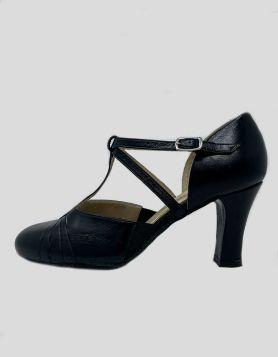 LaDuca soft sole Rachelle character heels in black leather Size 7.5 US