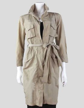 MaxMara Weekend three-quarter length, zipper raincoat with four front pockets and tie belt. Size 8 US