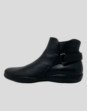 Prada men's leather ankle Chelsea Boots in black with round toes. Wrap-Around Straps & Velcro Closure at ankles - 8 US | 41 IT