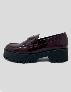 Steve Madden Crew Lug-Sole Loafers in burgundy patent leather Size: 6.5 US