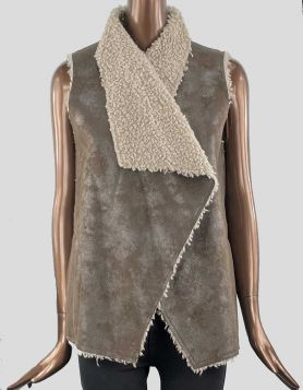 Velvet faux shearling oversized vest, long in front, slightly cropped in back. Side pockets. Overlay closure.  Size: Petite