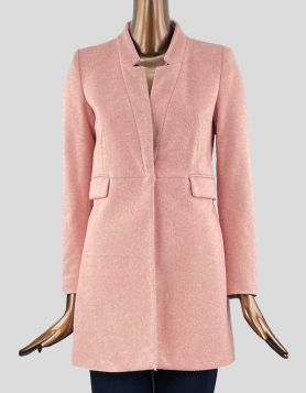 Zara three-quarter length light pink coat with one snap front closure.Size: Small